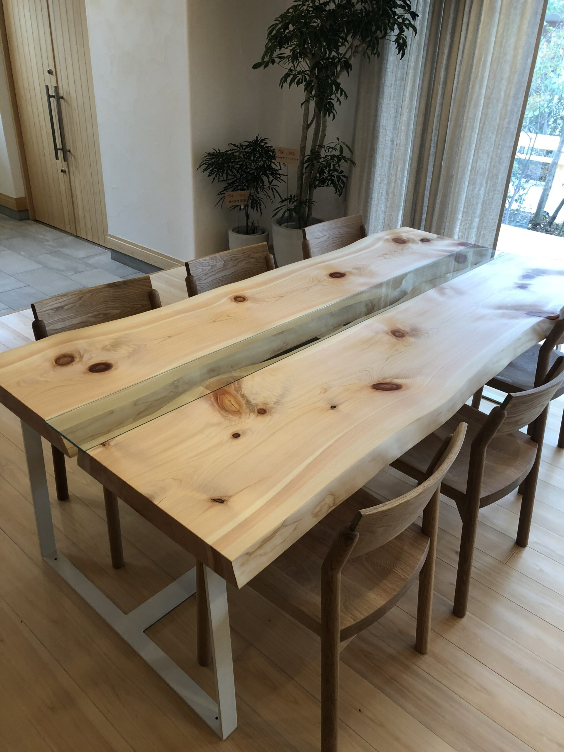 ヒノキのダイニングテーブル
