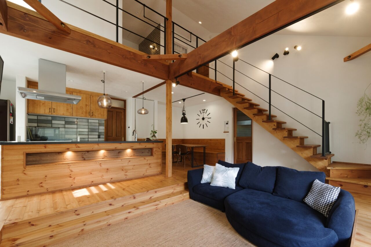 ダウンフロアリビングの開放的な家