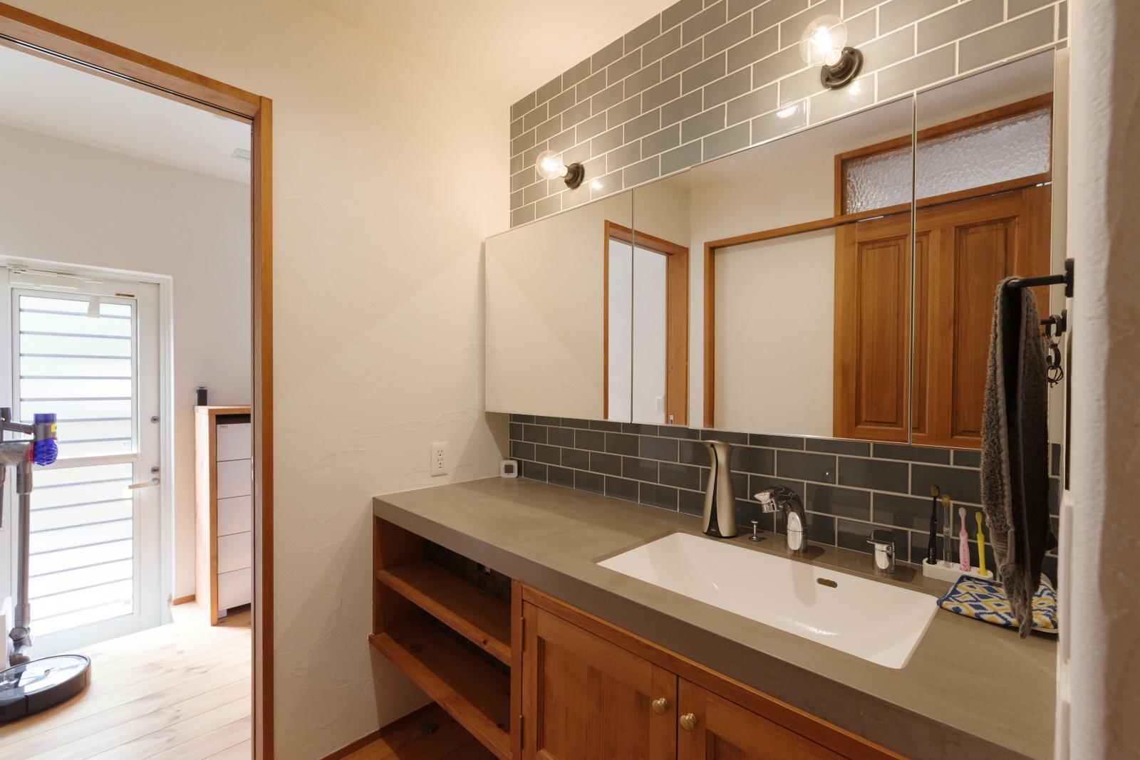 広々使えるホテルライクな独立洗面台
