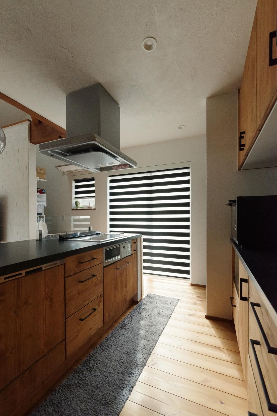 無垢の扉のオープンキッチン