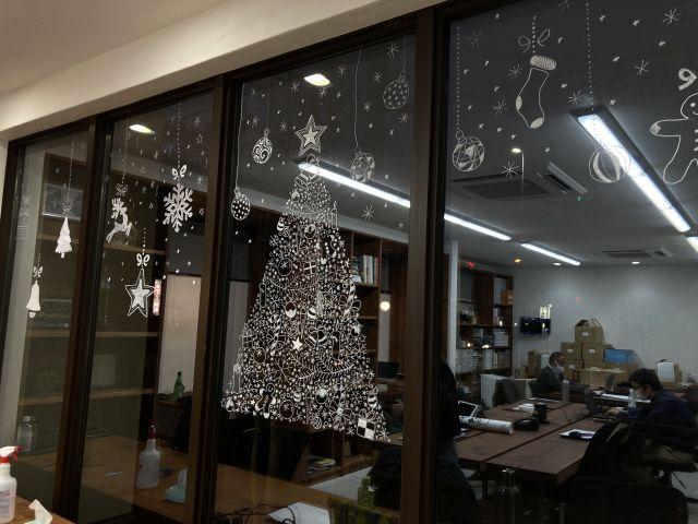 窓ガラスクリスマスイラスト