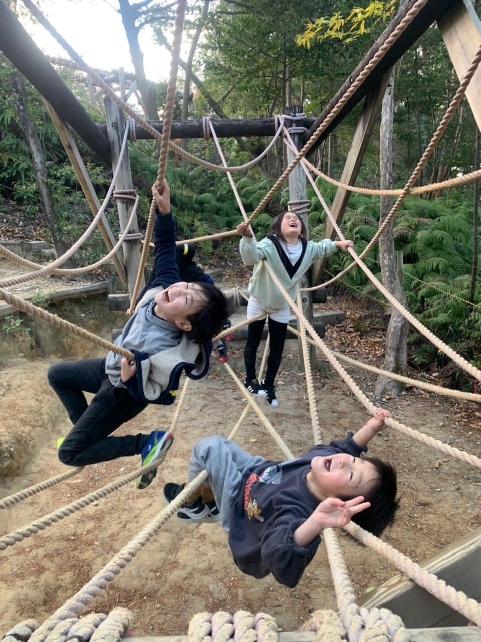 浜北森林アスレチックで遊ぶ子供達