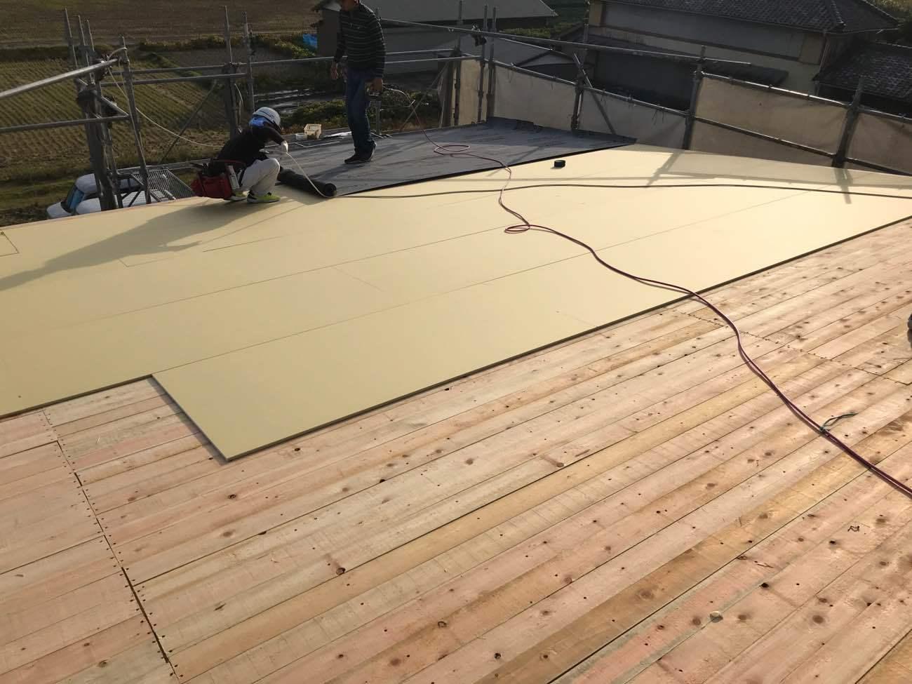 屋根下地プラスターボード施工