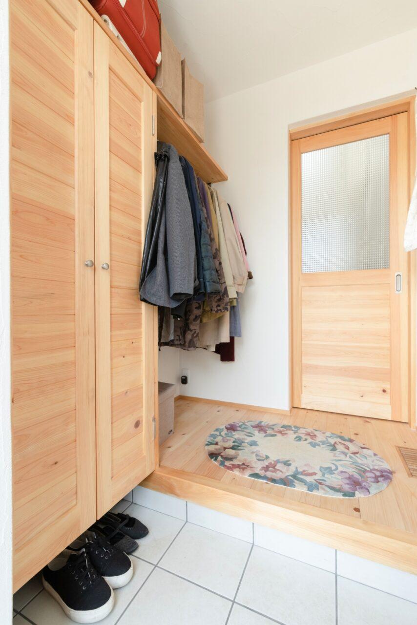 限られたスペースを有効利用した収納力のある玄関