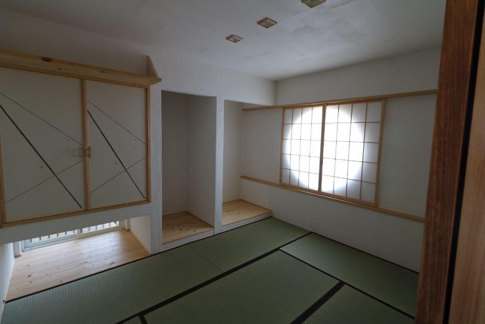 和室に丸窓