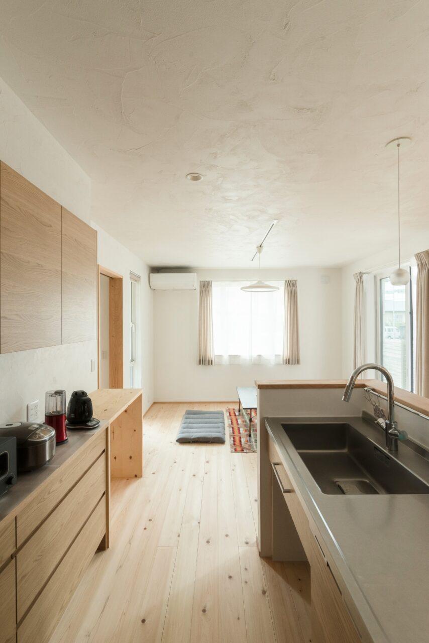 シンプルかつ収納力のあるキッチン