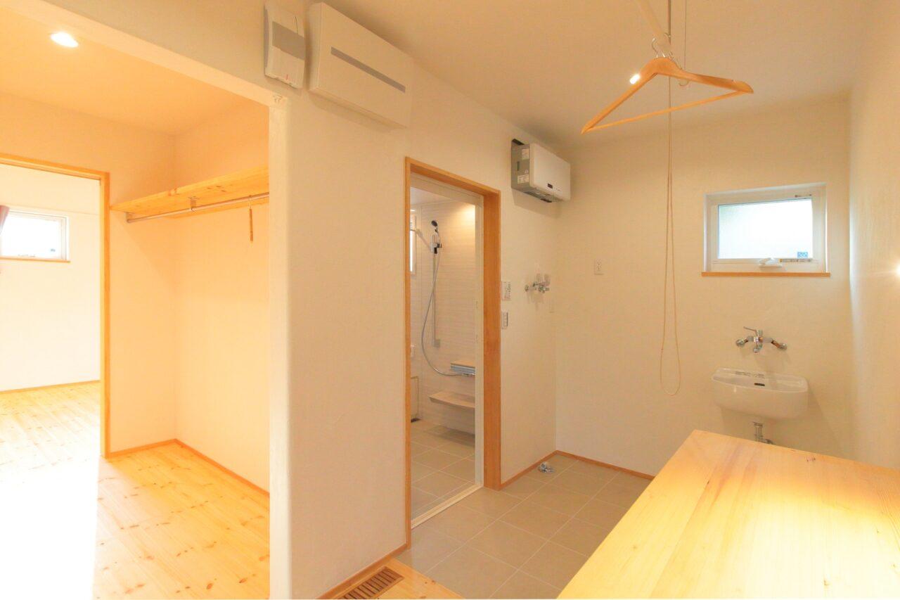 室内干しできる脱衣室は洗濯動線が考えられている